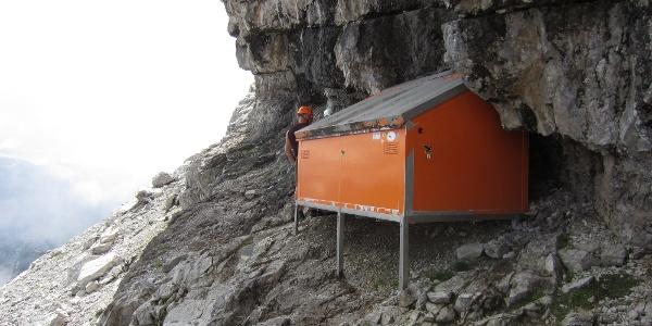 Biwkschachtel (2.380 m) in der Watzmann Ostand