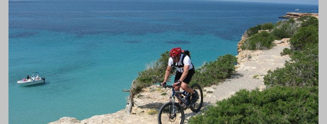 Mountainbiken entlang der Küste