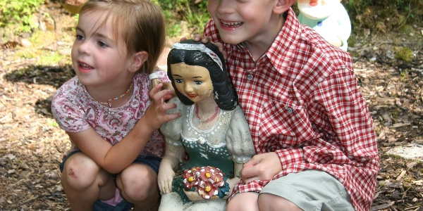 Kids with Snow White on the fairytale trail Rohrmoos