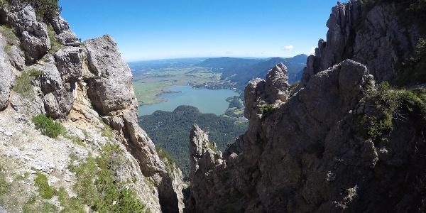 Schöne Perspektive vom Gratweg unterhalb des Herzogstandgipfels