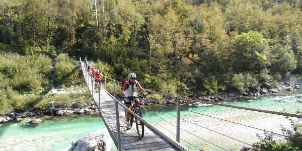 Hängebrücke über die Soca