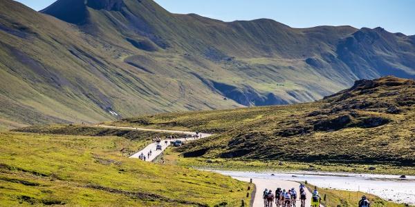 Teilnehmer der Alpen Challenge am Albulapass.