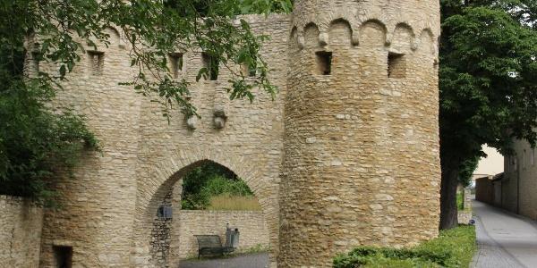Etappe 1 Bingen - Mainz: Ohrenbrücker Tor in Ober-Ingelheim