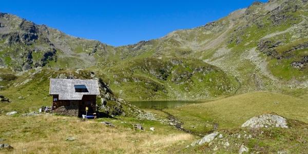 Feldnerhütte mit Glenktörl (li. der Mitte)) und Kreuzeck (re)