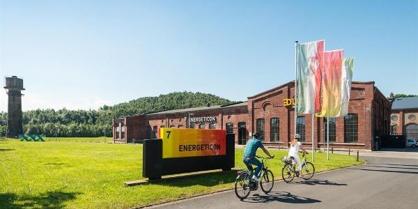 Radfahrer vor dem Energeticon