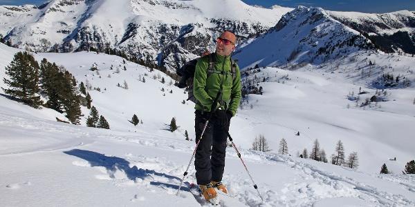 Aufstieg zum Sattel zw. Rosskogel & Grubachspitze; hinten der Hochfeindkamm