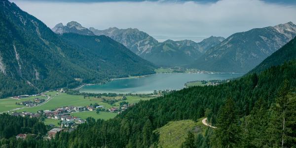 Ausblick auf den Achensee während dem Aufstieg