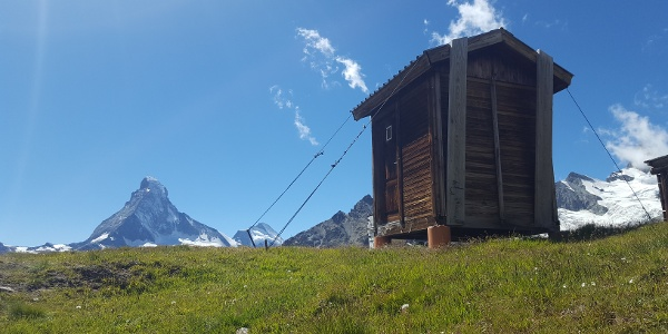 Unterwegs mit Blick aufs Matterhorn