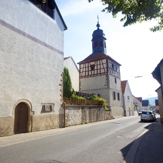 Katzenbach mit Glockenturm