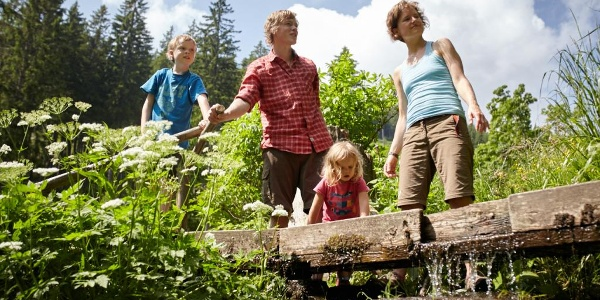 Familienwanderung am Themenweg Wildwasser