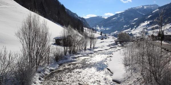 Winterwandern entlang der Ache