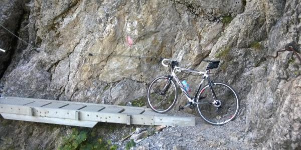 die Brücken am Schrofenpass sind zwischenzeitlich trittsicher begehbar.