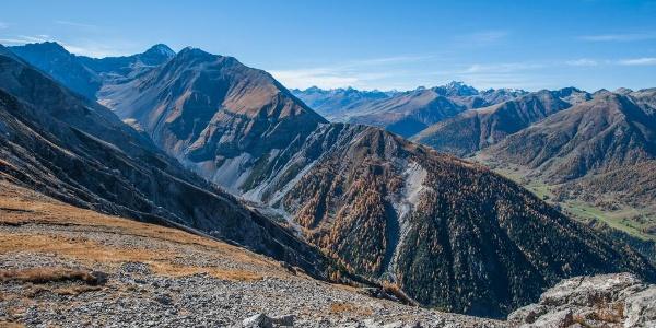 Blick auf die Val Tantermozza von Murtaröl aus. Dieser hintere Teil des Tales kann nicht begangen werden und ist ein Paradies für Gämsen.