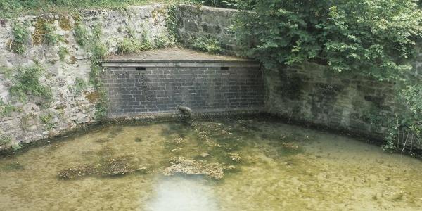Quelle am Nikolausdenkmal