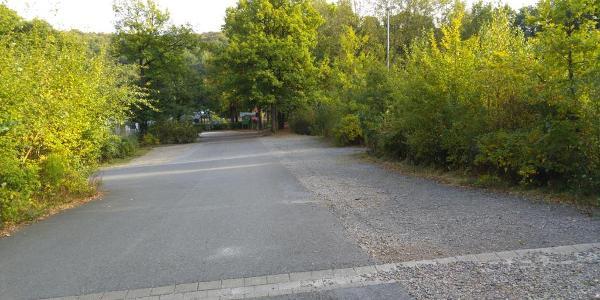 Parkplätze oberhalb der Glörtalsperre