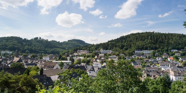 Blick über Bad Laasphe mit Schloss Wittgenstein im Hintergrund