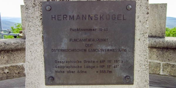 Vermessungspunkt auf der Habsburgwarte des ÖTK