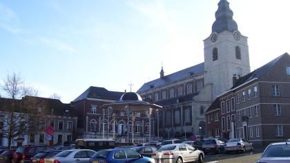 Gemeenteplein (square) with Gemeentehuis (municipality) and Sint-Gorgoniuskerk (church) of Hoegaarden, Belgium