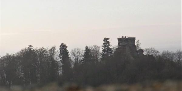Blick von der Wegelnburg auf die nahegelegene Hohenburg