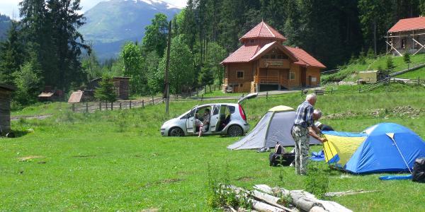 Campsite Anfang Juni, im Hintergrund der Petros (2020m)