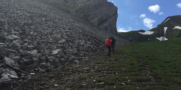 Richtung Hinterjochli: Wir passieren eine Steingand