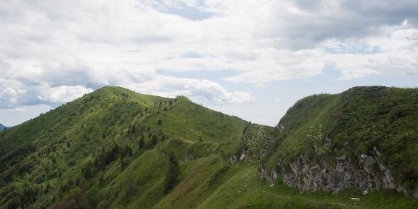Following the ridge, along the trail SAT 413