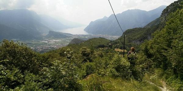 Panorama sul lago di Garda dal sentiero
