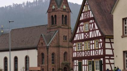 Bobenthal mit kath. Kirche St. Michael