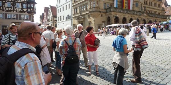 Auf dem Marktplatz in Rothenburg