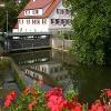 Sindringen am Kocher mit der Stadtmühle, in der sich das Heimatmuseum befindet. Auch der Limes-Radweg führt hier vorbei.