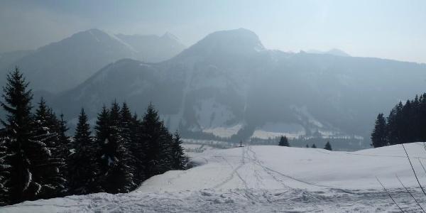 Aussichtspunkt Imne mit Blick auf Bad Hindelang im Winter