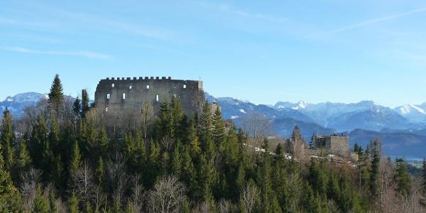 Der Blick auf die Ruinen Eisenberg und Hohenfreyberg