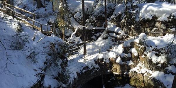 Naturbrücke im Winter
