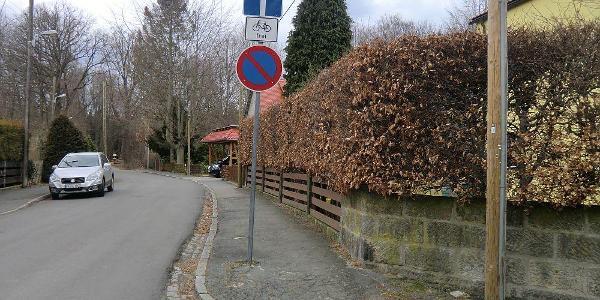 Heidemühlweg, wo er in die Dresdner Heide mündet