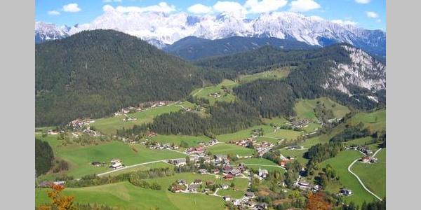 Ausblick auf Forstau im unteren Teil der Wanderung
