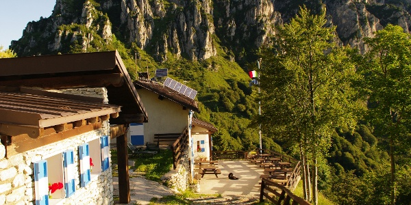 The mountain hut Nino Pernici (Bocca di Trat)
