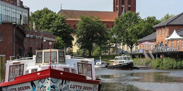 Buxtehuder Hafen mit Blick auf die Altstadt