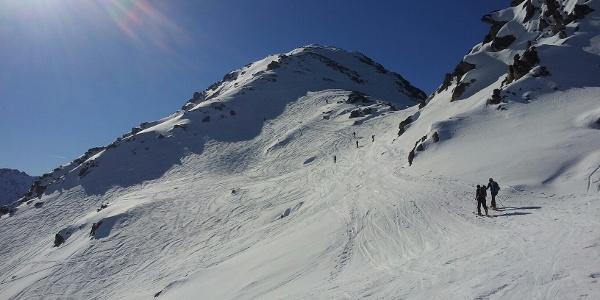 Schlusshang mit nach rechts abfallendem Steilgelände - Harscheisen. 09:21:09