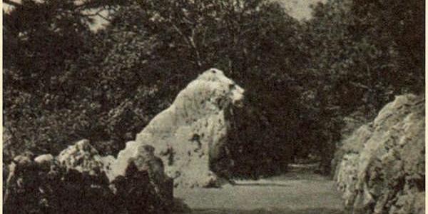 Oroszlán-szikla, 1941-ben. Itt még egyben - az oroszoknak útban volt, ezért lerobbantották a fejét.