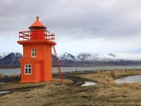 farbenfroher Leuchtturm bei Svalbardseyri