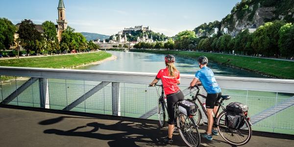 Tauernradweg Blick vom Müllnersteg auf die Altstadt von Salzburg
