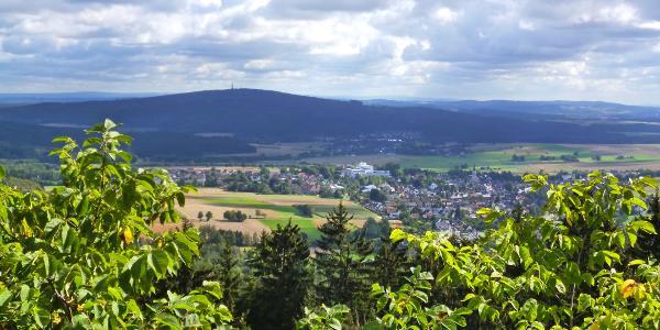 Aussicht vom Epprechtstein über Kirchenlamitz zum Kornberg