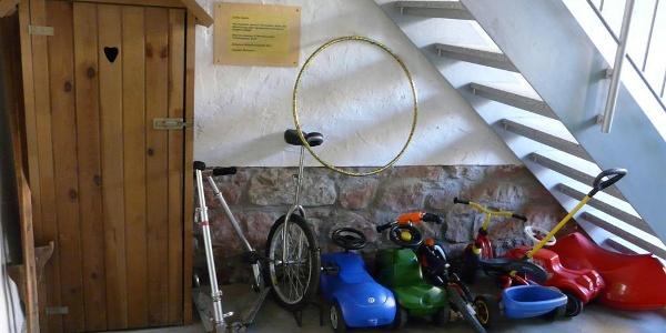Unser Fuhrpark für die Kleinen+Spieleschrank