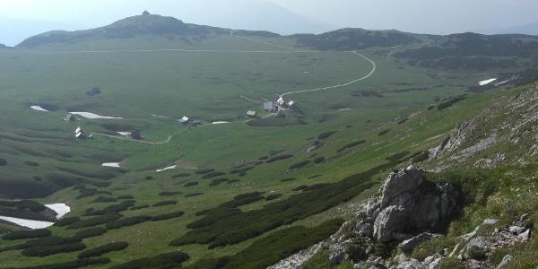 Am Aufstieg zum Windberg, Rückblick über das Schneealmplateau (20.06.2012)