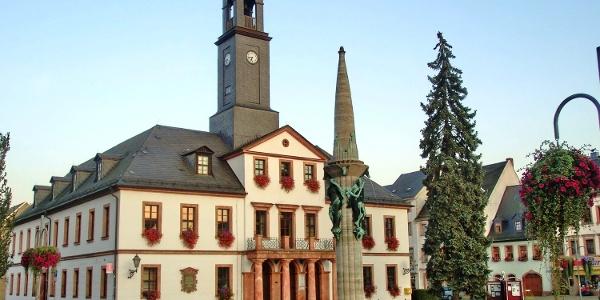 Rathaus Rochlitz mit Marktbrunnen