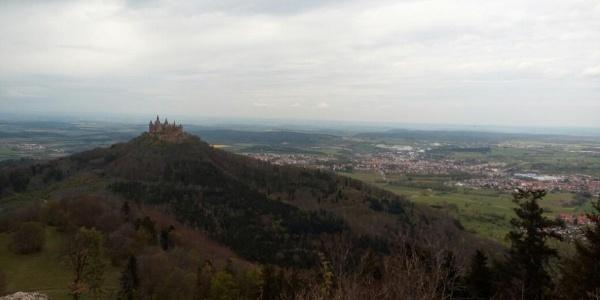 Die Burg Hohenzollern vom Zeller Horn aus.