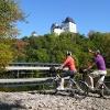 Der Saaleradweg bei Schloß Burgk