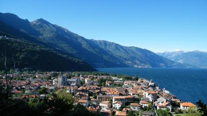 Blick auf Cannobio beim Abstieg in den Ort am Eingang des Val Cannobina.