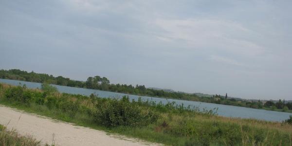 Kleiner See neben dem Fluss Marecchio