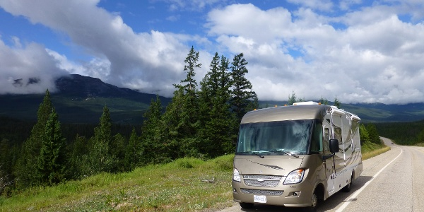 It is quite convenient to travel the Icefields Parkway with a camping car.